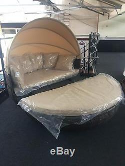 Arctic Spas Sandringham Day bed & Coffee Table