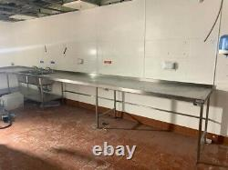 Used stainless steel prep table in very good conditions. Bargain! Bulk Sale